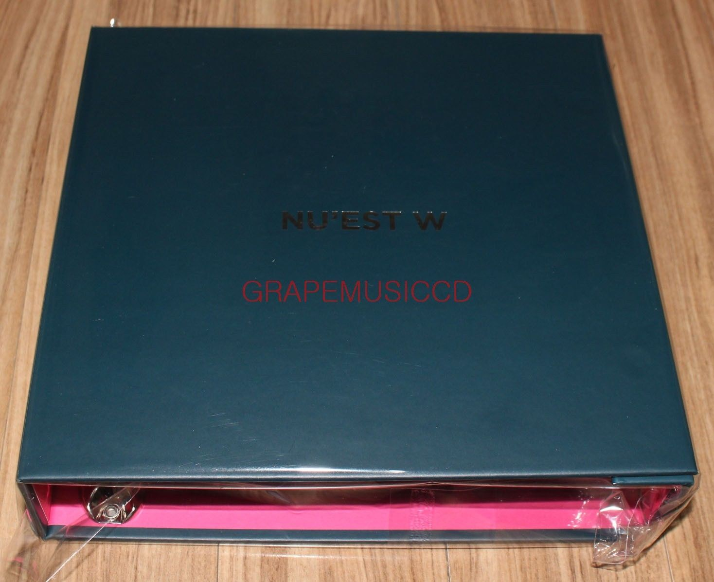 NUEST W CONCERT DOUBLE YOU IN SEOUL OFFICIAL GOODS PHOTOCARD BINDER